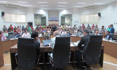Câmara Municipal derruba veto do prefeito Aracely ao projeto do vereador Robson Magela