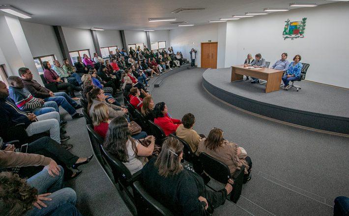 Prefeito Aracely participa de primeira reunião com a nova Secretária, Diretoras e Servidoras da Educação
