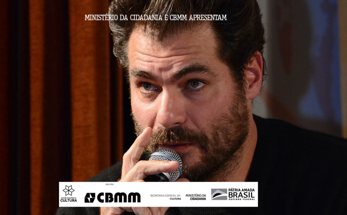 """Ator se multiplica e vira """"Thiago de Assis Mãe"""" no Fliaraxá"""