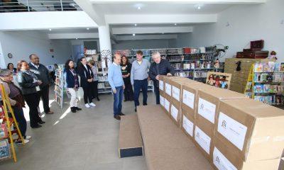 Biblioteca Municipal Viriato Correa recebe livros doados pelo idealizador do Fliaraxá