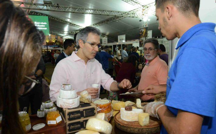 Romeu Zema participa do Mundial do Queijo do Brasil, em Araxá