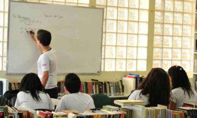 Com nota baixa no Ideb, Minas tenta melhorar ensino e diminuir evasão escolar