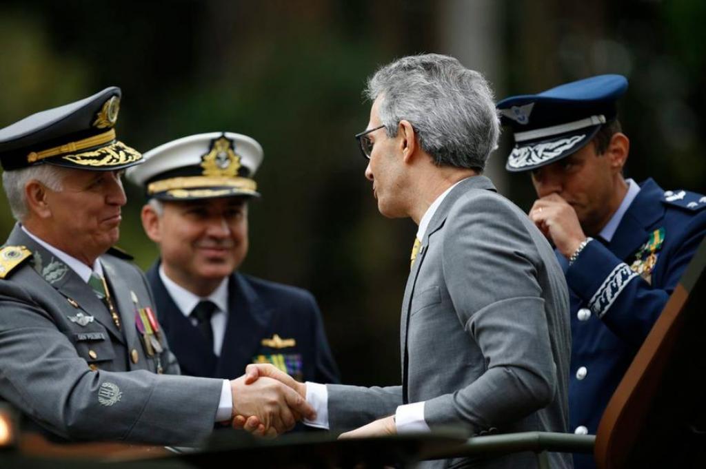 Romeu Zema participa do desfile cívico-militar de 7 de setembro, em Belo Horizonte