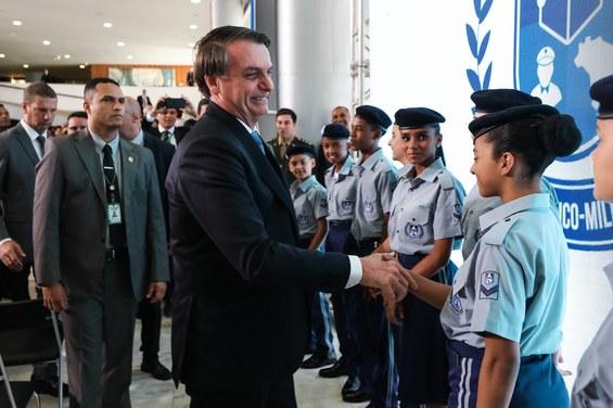 Governo Federal lança programa para a implantação de escolas cívico-militares