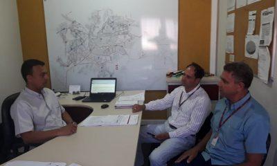 Robson Magela recebe vereadores de Guaxupé interessados em lei de sua autoria
