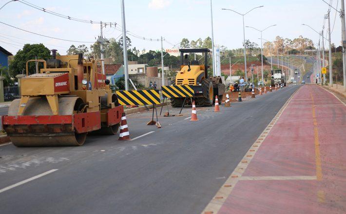 Prefeitura vistoria manutenção corretiva no pavimento da Avenida Hitalo Ross