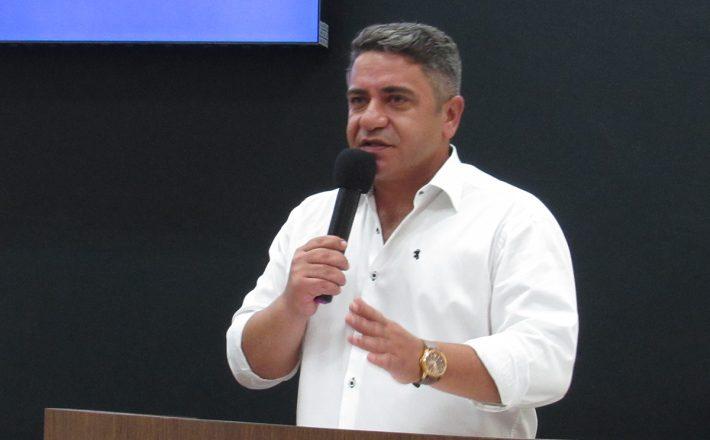 Robson Magela afirma que Administração Municipal faz campanha antecipada com dinheiro público