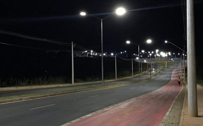 Prefeitura implanta iluminação de led na Hitalo Ross