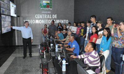 Prefeitura realiza tour com funcionários, estudantes e professores do Uniaraxá