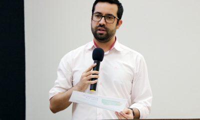 Raphael Rios acompanha manutenção e reparos na Escola Dona Gabriela