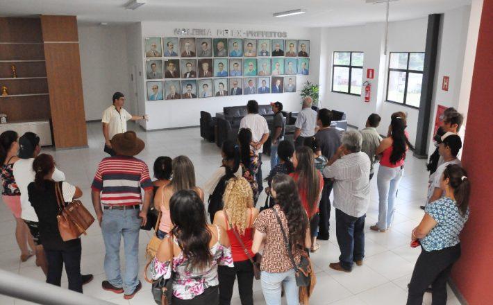 Produtores do Feirão do Povo participaram do tour de visita às obras