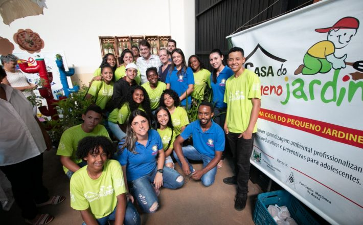 1ª Mostra Educacional de Araxá recebe visita do prefeito Aracely