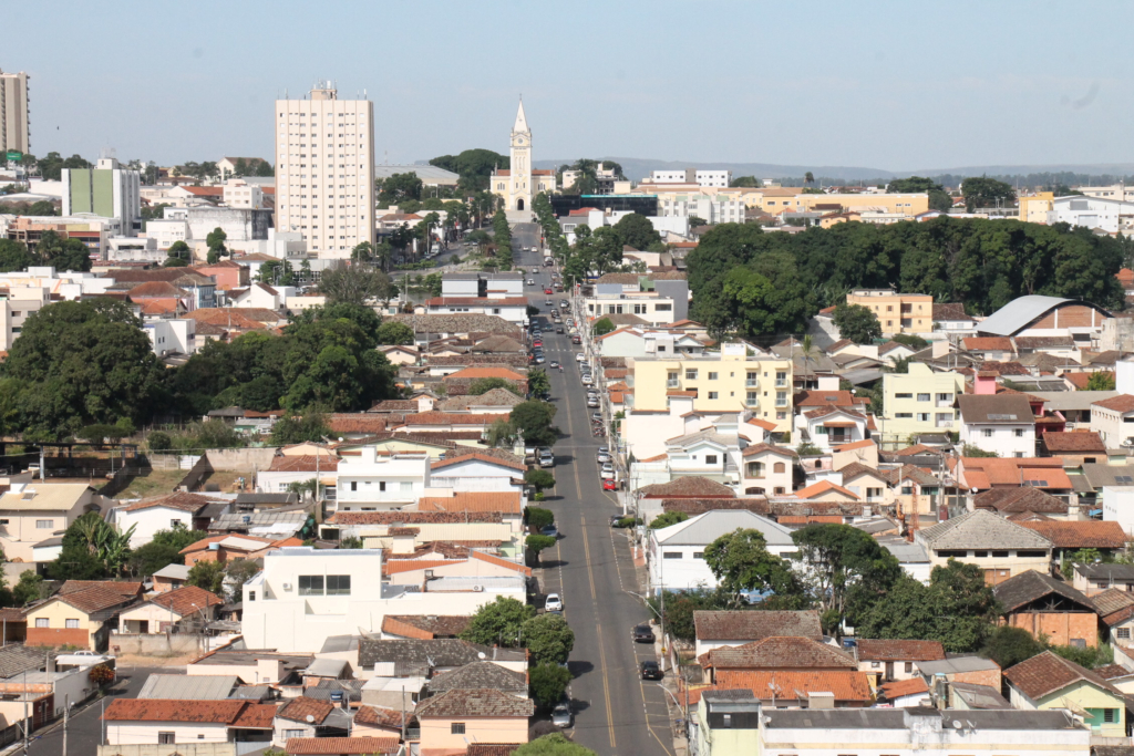 Abre e Fecha: Feriado da Proclamação da República em Araxá