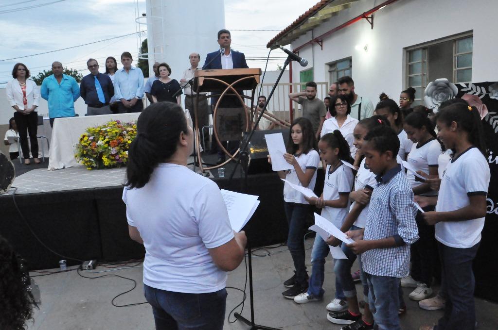Prefeitura entrega as obras da Escola Municipal Aziz J. Chaer