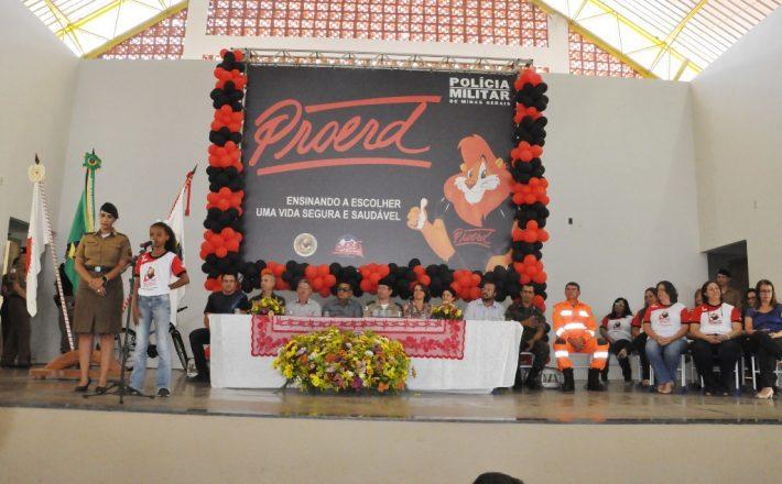 Mais de 700 alunos de escolas municipais participam da formatura do Proerd
