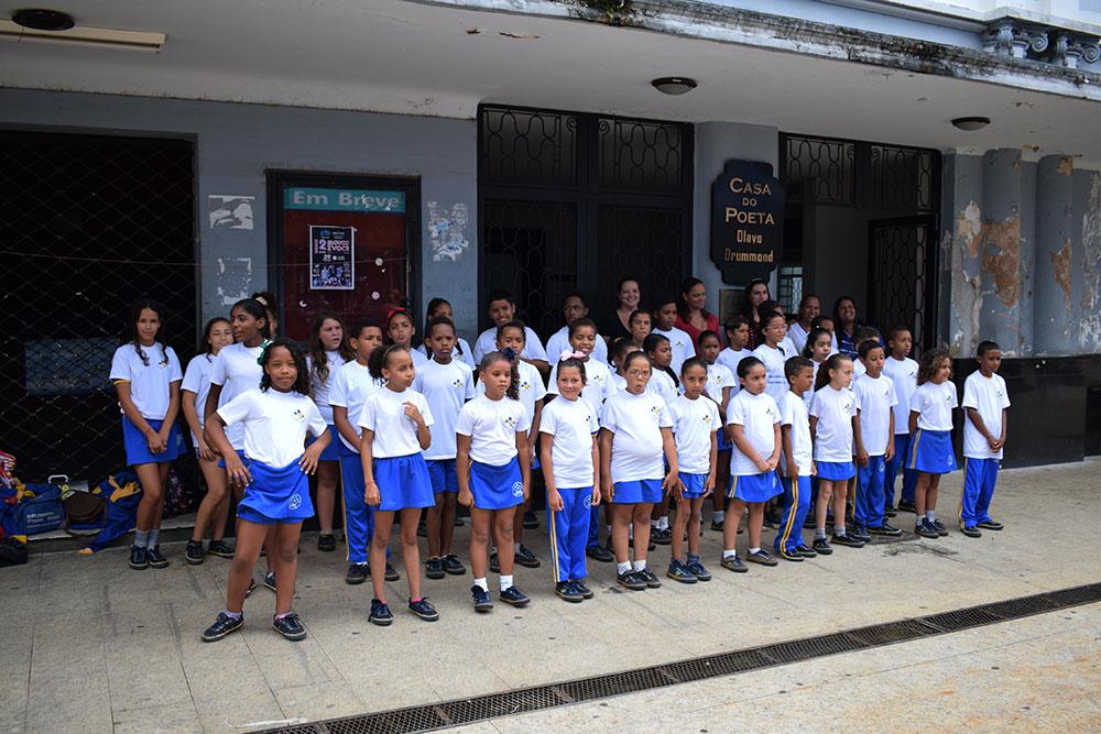 FestNatal Araxá inicia apresentações itinerantes do Coral Doce Melodia