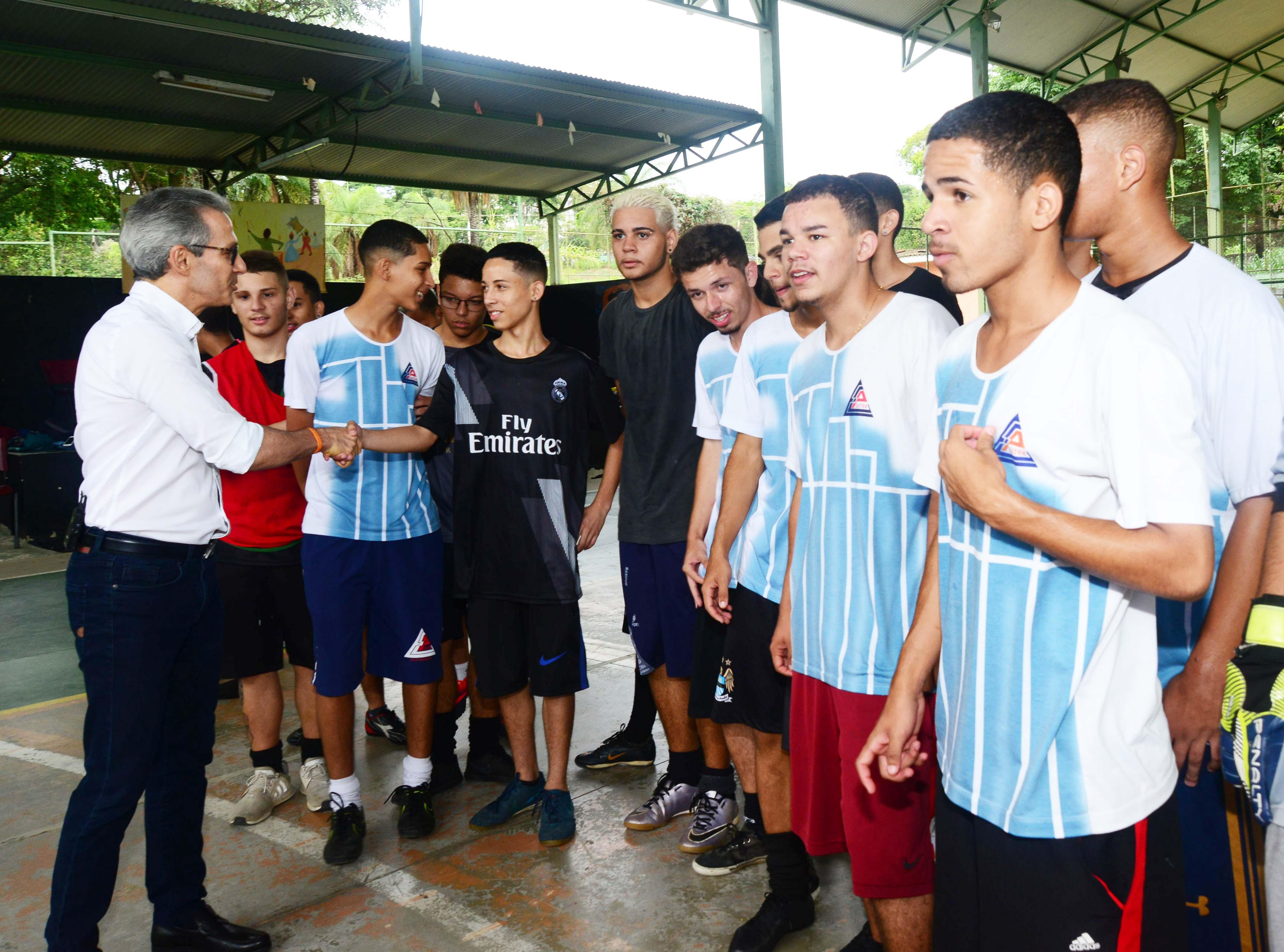 Romeu Zema visita escola selecionada como piloto para implantação do novo ensino médio profissionalizante