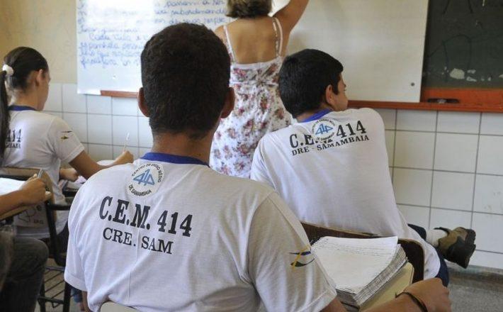 Capes oferece 60 mil bolsas para a formação de professores Capes oferece 60 mil bolsas para a formação de professores