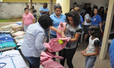 Prefeitura entrega roupas, uniformes e objetos de uso pessoal para os atendidos na Casa Lar, Casa Abrigo