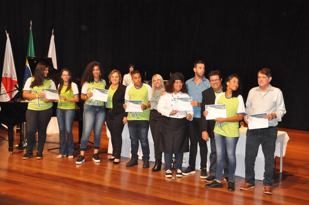 Prefeitura em parceria com Instituto Apreender qualifica 233 jovens