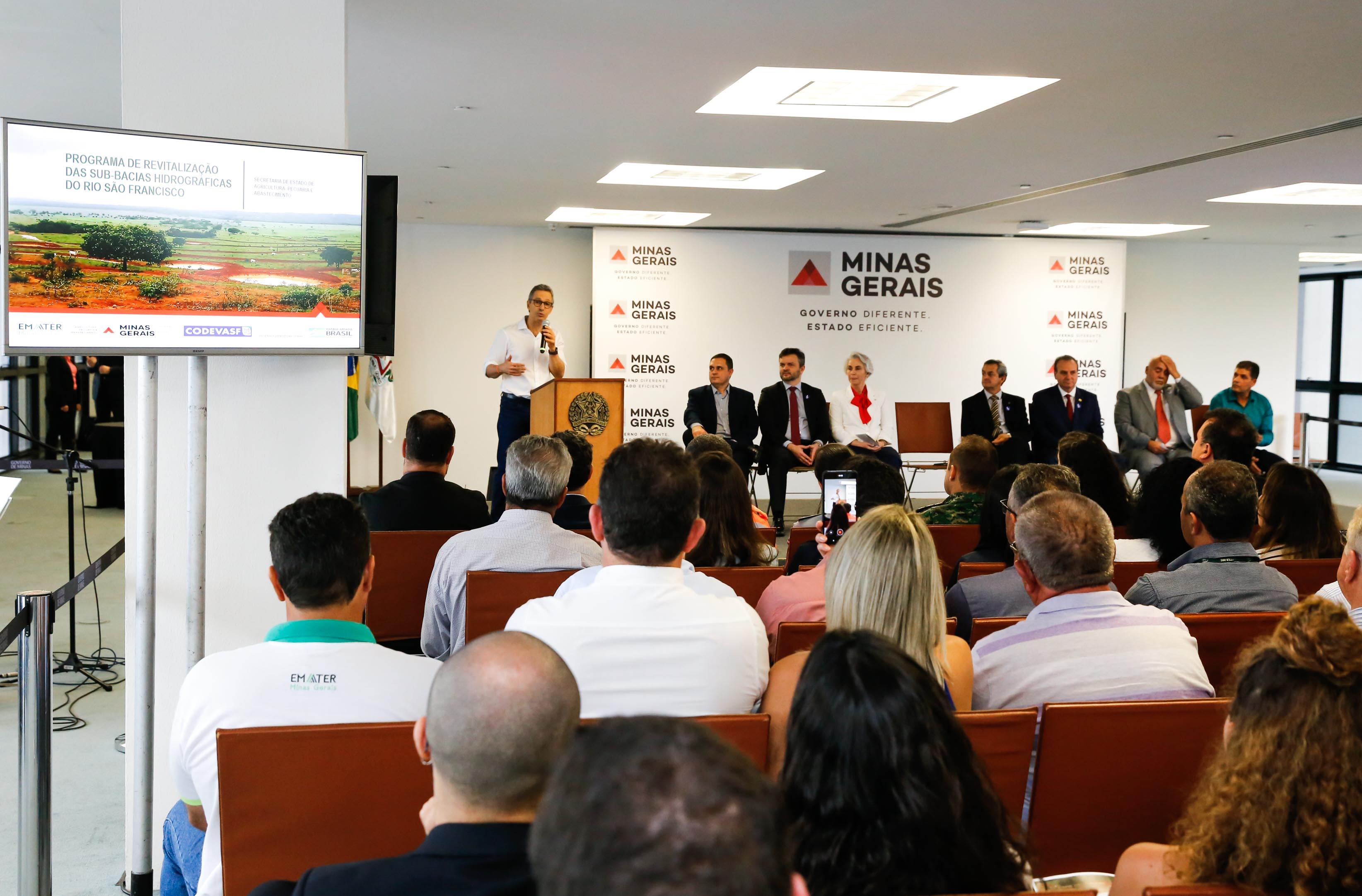 Governador Romeu Zema entrega veículos para programa de revitalização do Rio São Francisco
