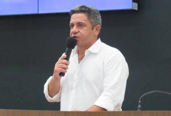 Robson Magela cobra Prefeitura sobre férias dos servidores municipais