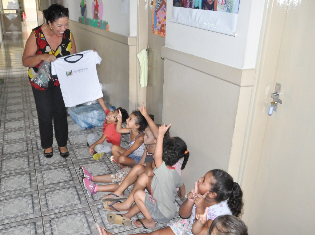 Prefeitura inicia entrega de kits e uniformes escolares nas unidades municipais de ensino