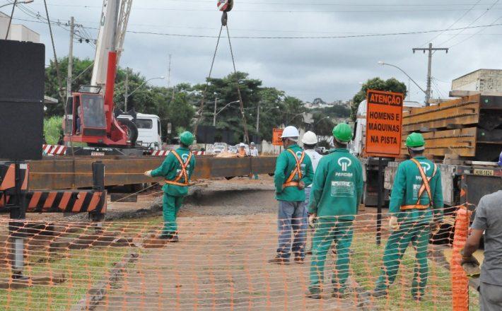 Trecho da Av. João Paulo II está interditado devido às obras do viaduto