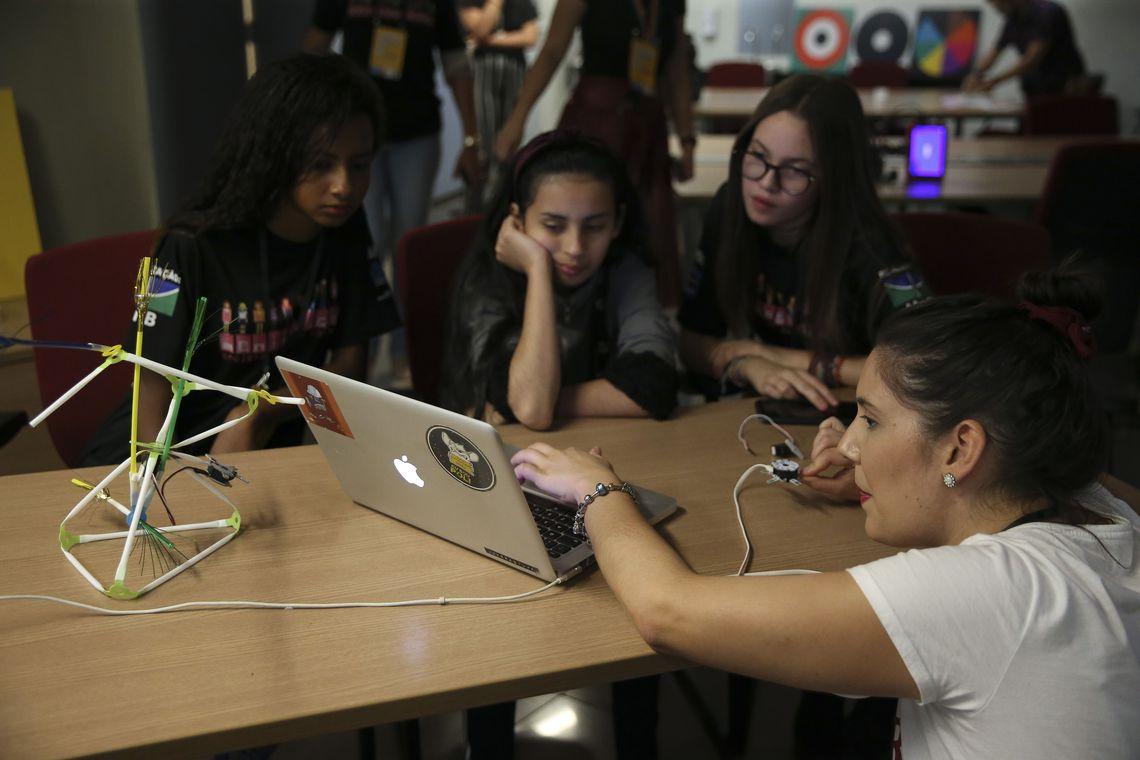 Meninas SuperCientistas estimula carreira científica entre alunas