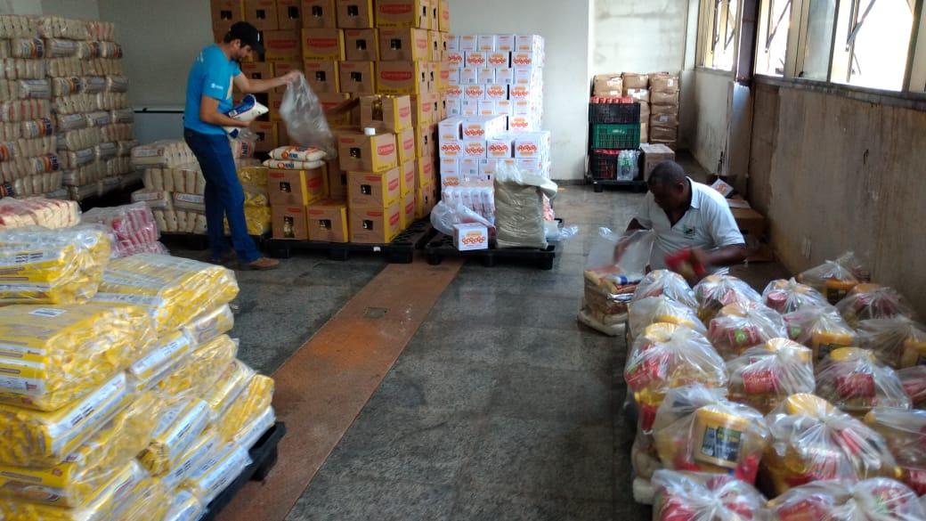 Prefeitura doa alimentos para famílias de alunos carentes