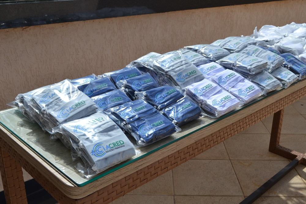 Acia e Aciacred doam duas mil máscaras para comerciantes em Araxá