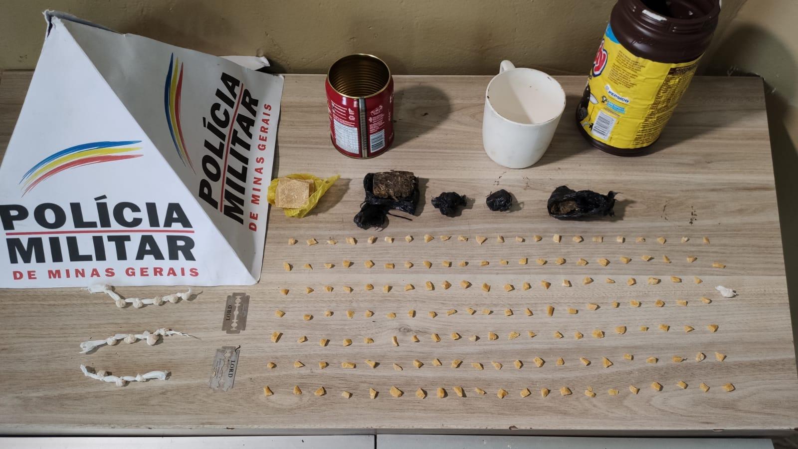 Polícia Militar apreende mais de 175 pedras de crack e prende/apreende autores em Araxá