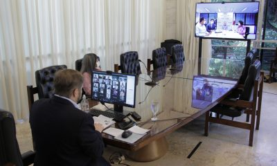 Agostinho Patrus assina parceria que amplia ensino à distância na rede estadual para Araxá