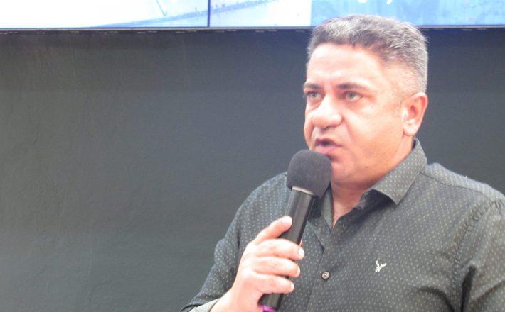 Robson Magela cobra Prefeitura sobre a péssima qualidade do asfalto em Araxá