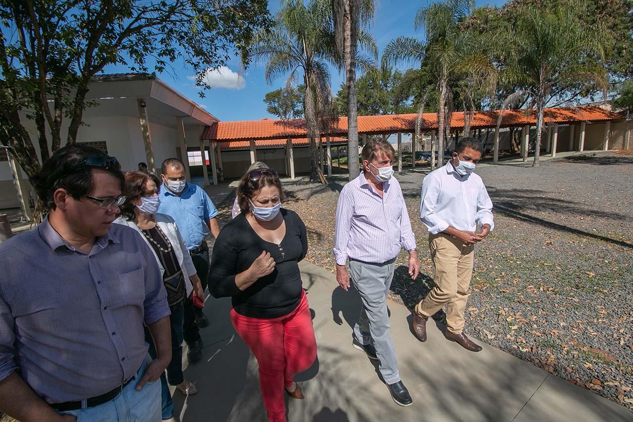 Prefeito Aracely visita a E.M. Professora Auxiliadora Paiva totalmente reformada