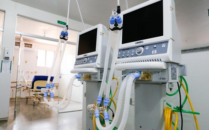 Governador entrega respiradores e monitores em Brasília de Minas para auxiliar no combate à pandemia