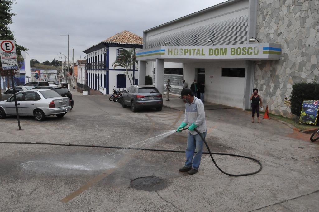 Combate ao Coronavírus segue com desinfecção de pontos de maior aglomeração em Araxá