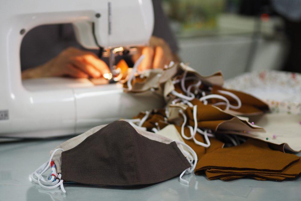Sindicatos filiados à FECOMÉRCIO MG entregam máscaras produzidas pela APAC em parceria com o Sistema