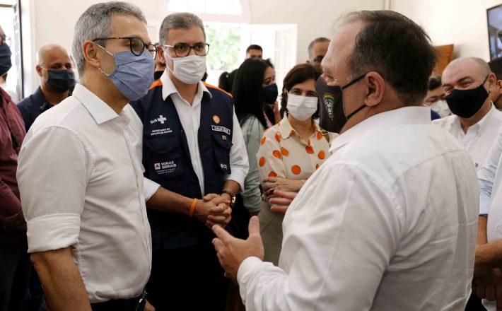 Romeu Zema e ministro da Saúde, Eduardo Pazuello, visitam laboratório central da Funed