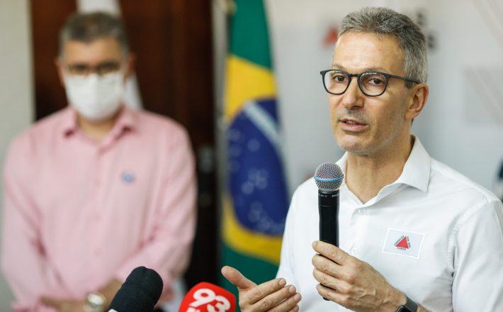 Romeu Zema entrega respiradores para tratamento da covid-19 em Campo Belo e Formiga