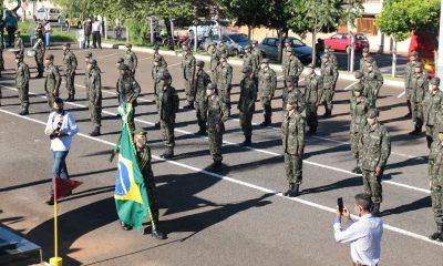 Prefeito recebe Diploma de Colaborador Emérito do Exército Brasileiro