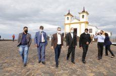 Romeu Zema participa da missa comemorativa dos 300 anos de Minas Gerais, na Serra da Piedade