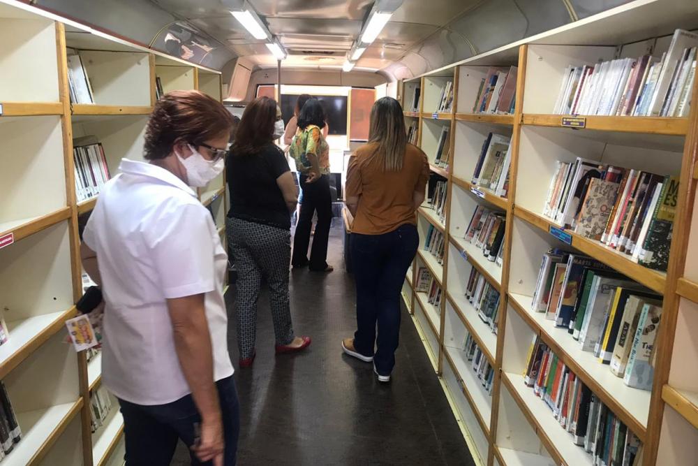 """Biblioteca Móvel """"Embarque nas Letras"""" é revitalizada e irá retornar as ruas de Araxá no próximo ano"""