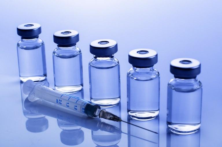 Alerta sobre suposta venda de vacinas falsas pela internet