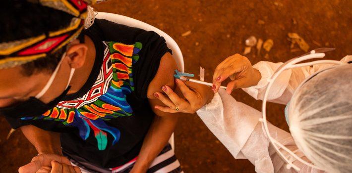 Governo de Minas começa vacinação de indígenas contra a covid