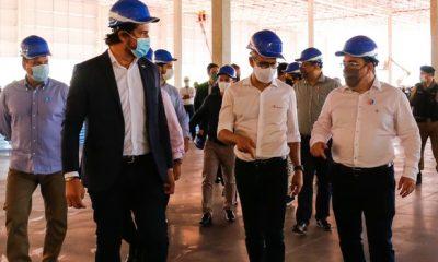 Romeu Zema visita indústrias em Extrema