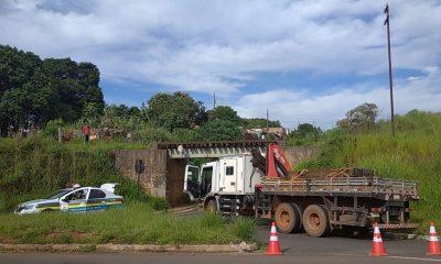 Trânsito interrompido no pontilhão do bairro Serra Morena para manutenção de via férrea