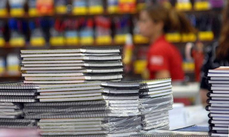 Preste atenção na hora de comprar materiais escolares