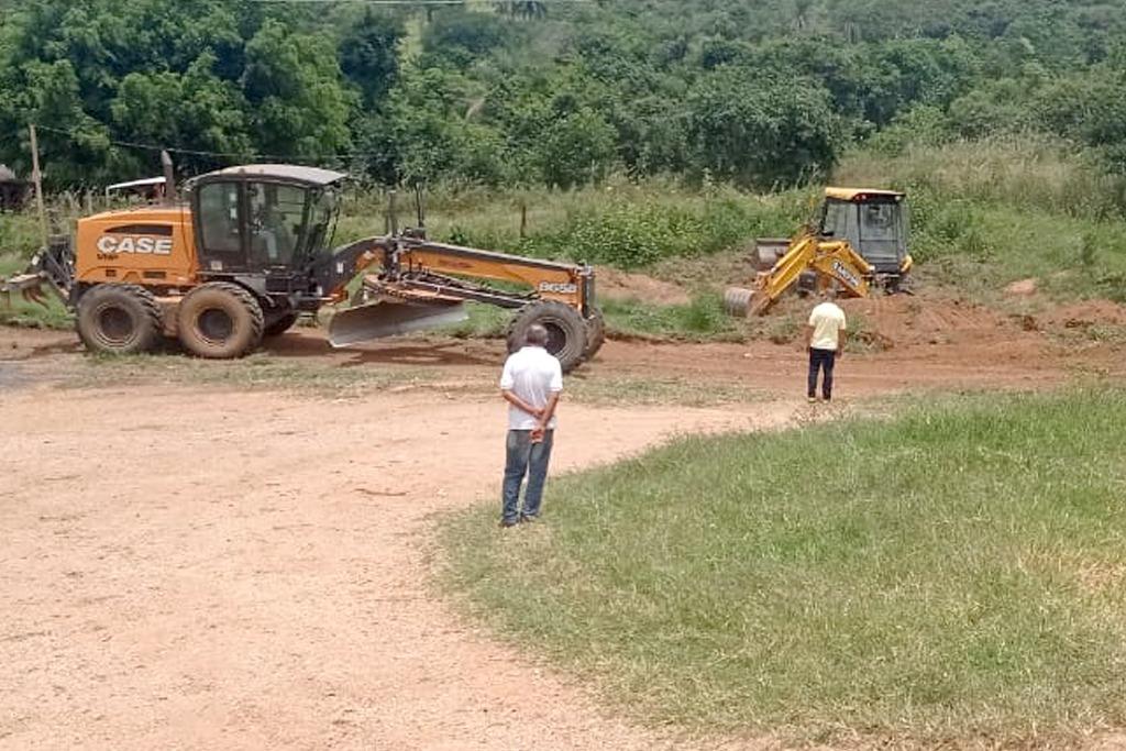 Prefeitura recupera as principais estradas rurais de Araxá