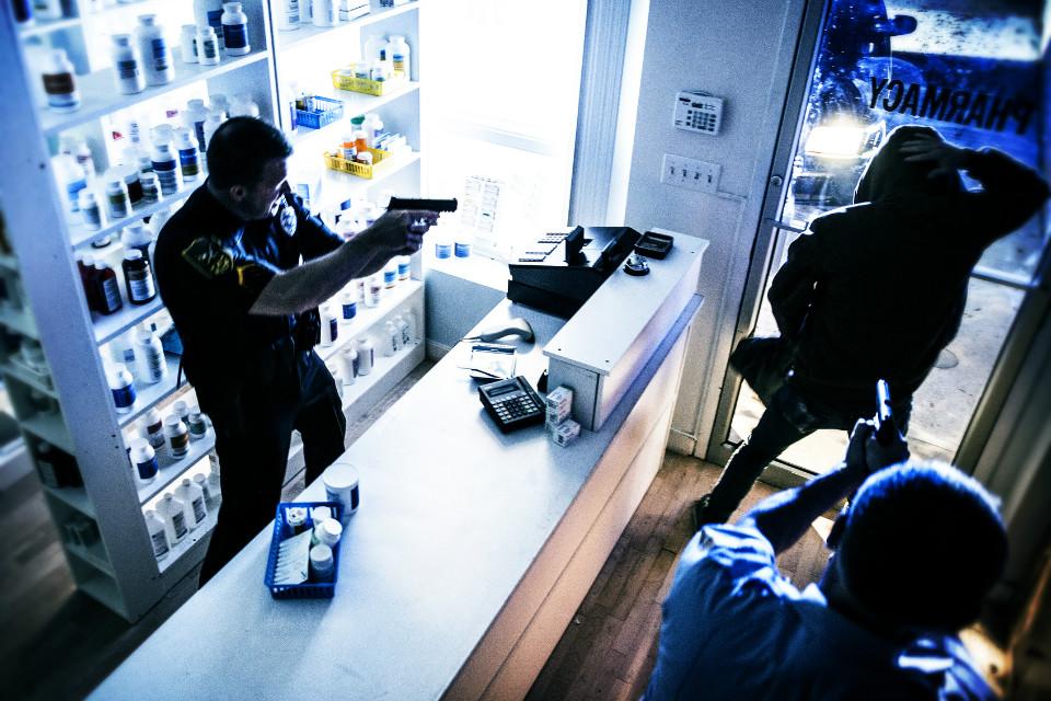 Dupla é detida após roubo a farmácia em Araxá